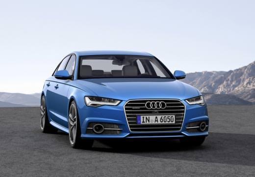 Audi A6 albastru din faţă