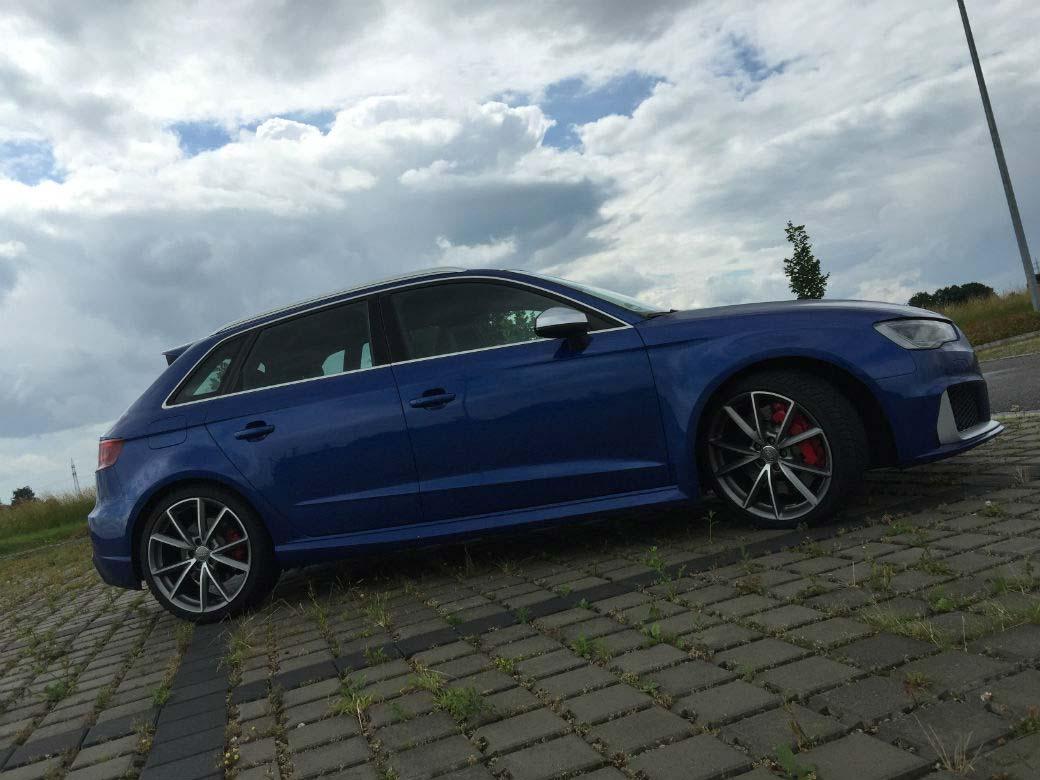 Audi RS3 albastru faţă