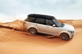 Range Rover în deșert