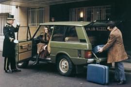Range Rover în fața hotelului