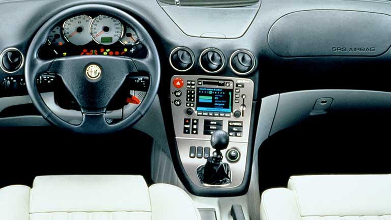 interiourul Alfa Romeo 166