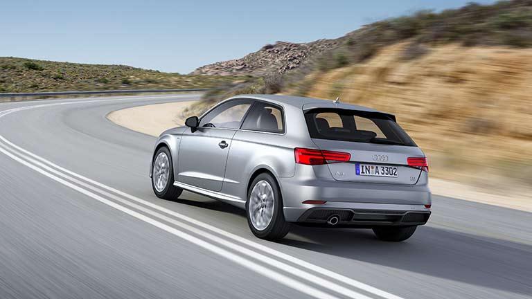 Audi A3 vedere din spate