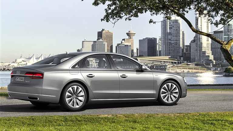 Audi A8 vedere din lateral