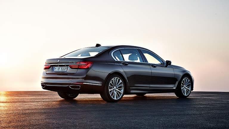 BMW Seria 7 vedere din lateral