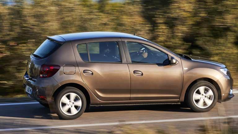 Dacia Sandero privit din lateral