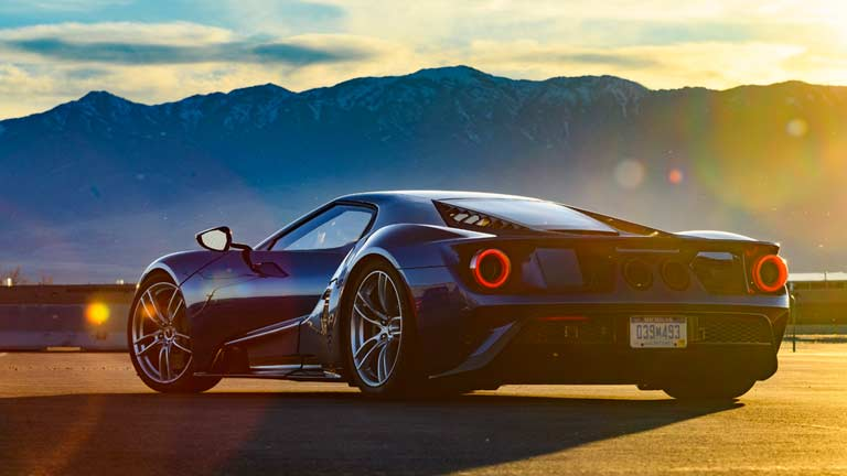 Ford GT vedere din spate