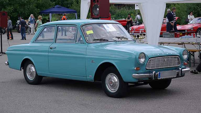 Ford Taunus verde