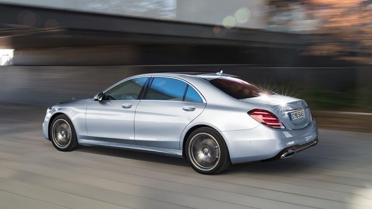 Mercedes S Class privit din spate