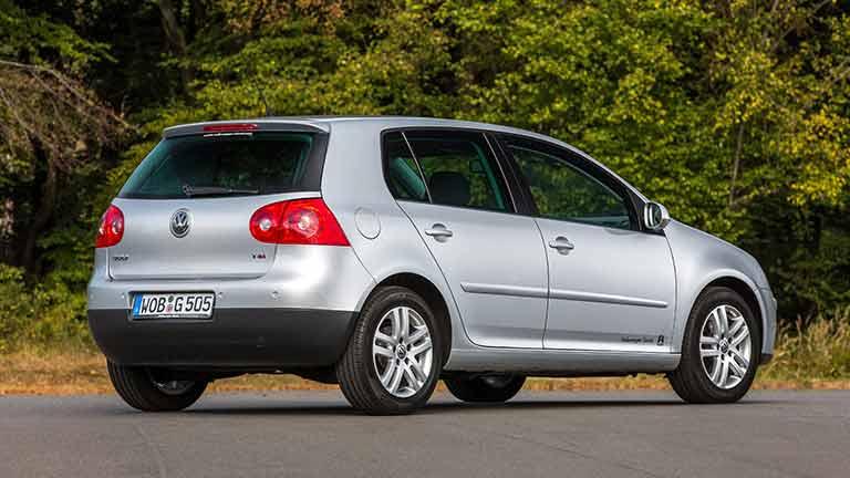 Volkswagen Golf 5 vedere din lateral