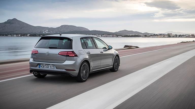Volkswagen Golf privit din spate