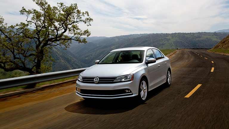 Volkswagen Jetta privit din fata