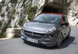 Opel Adam în tunel