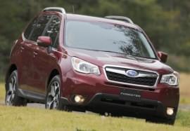 Subaru Forester roșu, vedere din față