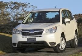 Subaru Forester alb, vedere frontală