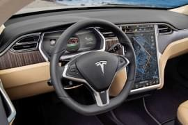 Interiorul Tesla Model X P85+