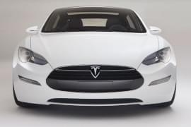 Tesla Model S privită din faţă