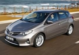 Toyota Auris privită din faţă