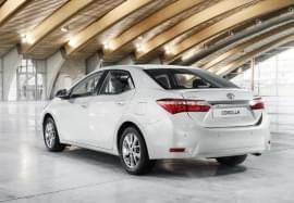 Toyota Corolla privită din spate